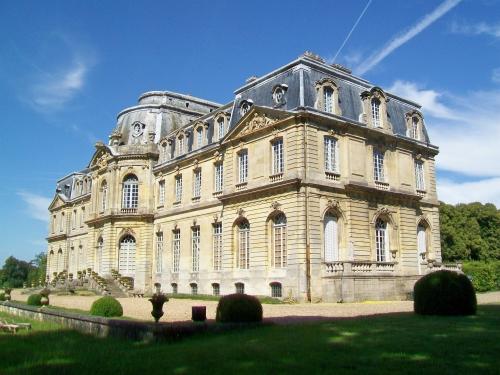Épinay-Champlâtreux_(95),_château_de_Champlâtreux,_façade_principale_ouest_(2).jpg